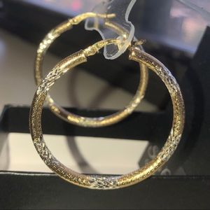 😍Beautiful Silver Classics Silver & Gold Hoops 😍